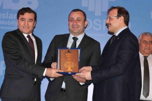 """Faruk Malhan'a """"Yaşayan Çınarlar"""" Ödülü"""